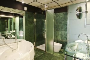 Hilton Madrid Airport Relaxation Suite Bathroom